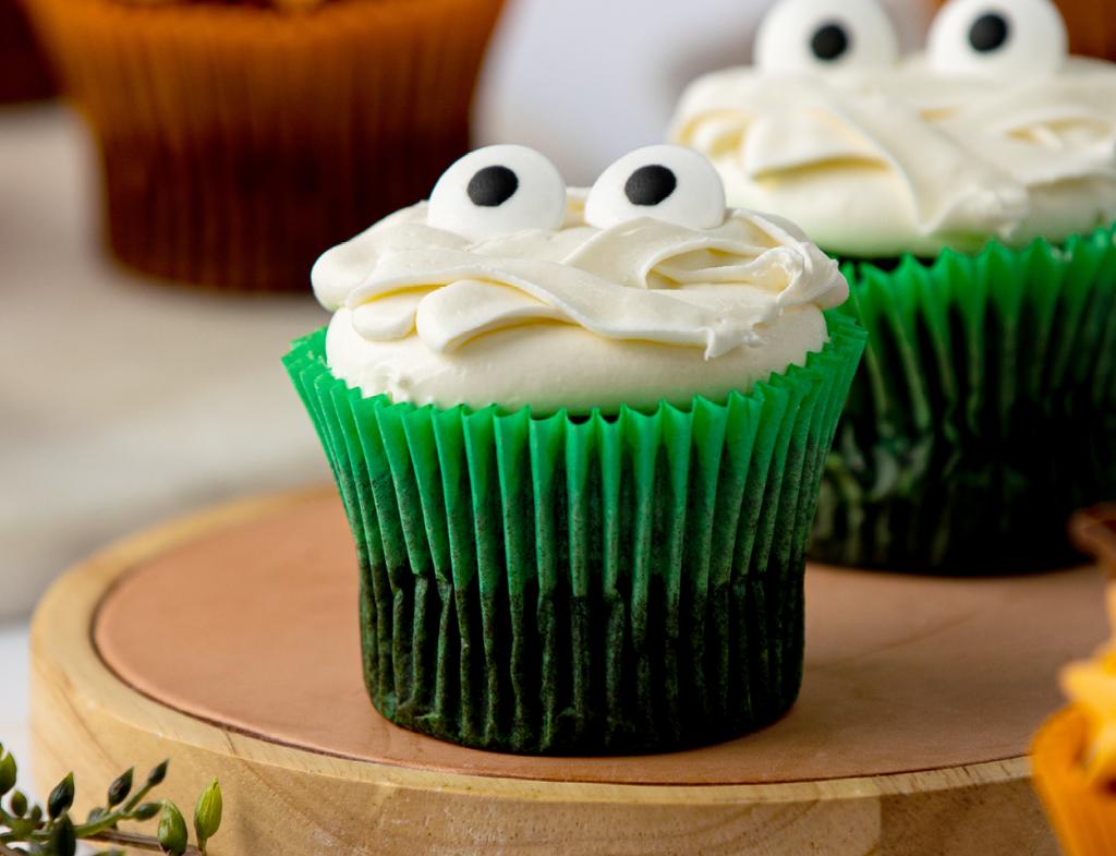 Creepy Mummy Cupcake